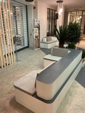 MENUISERIE MATZ FRERES - LE MUY - FABRICATION BANQUETTE AGENCE BANCAIRE -