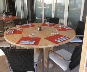 MENUISERIE MATZ FRÈRES - LE MUY - FABRICATION MEUBLES BANQUETTES PRÉSENTOIRS TABLES TABOURETS LITS DE SÉRIE -